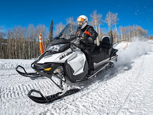 2017 Ski-Doo Expedition® Sport ROTAX® 900 ACE Charger 1.5 REV-X Photo 2 of 3