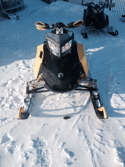 2007 Ski-Doo MXZ 800 Power Tec Photo 2 of 4