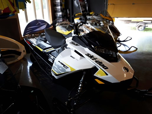 2017 Ski-Doo MXZ® TNT® 850 E-TEC® White / Black Photo 1 of 2