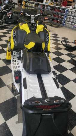 2017 Ski-Doo MXZ  X 850 E-TEC Sunburst Yellow Photo 4 of 5