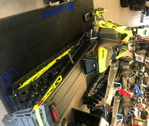 2018 Polaris 800 PRO-RMK 163 SnowCheck Select LIme Squeeze / Bl Photo 3 of 4