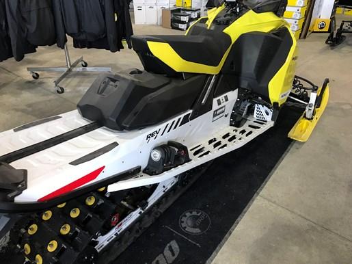 2017 Ski-Doo MXZ X 850 E-TEC W/ QAS Photo 5 of 8