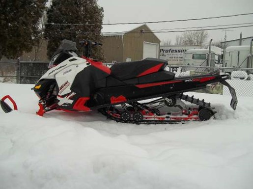2014 Ski-Doo Renegade Backcountry E-TEC 800R Photo 2 of 3