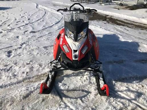 2016 Ski-Doo Summit SP E-TEC 800R 146 Lava Red / Black Photo 1 of 3