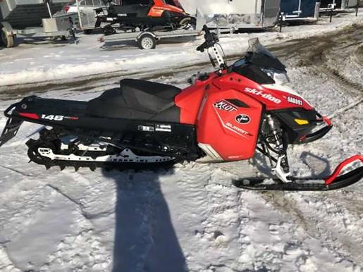 2016 Ski-Doo Summit SP E-TEC 800R 146 Lava Red / Black Photo 3 of 3