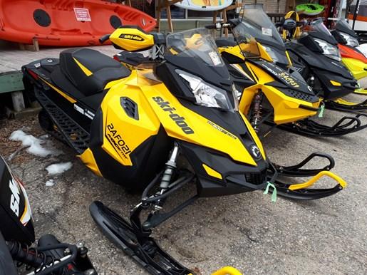 2013 Ski-Doo MX Z® TNT Rotax® E-TEC® 800R Photo 1 of 3