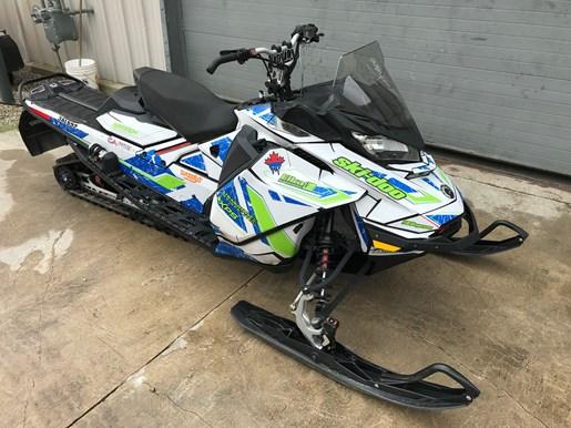 2017 Ski-Doo RENEGADE X 850 E-TEC Photo 2 of 8