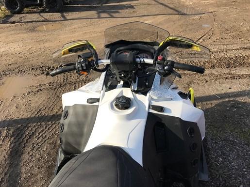 2016 Ski-Doo MXZ X 1200 4-Tec Photo 4 of 7