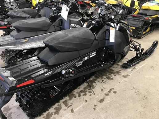 2017 Ski-Doo MXZ X 1200 4-TEC Photo 2 of 6