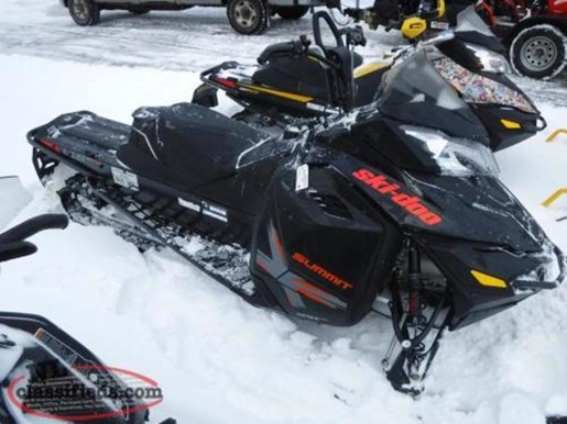 2015 Ski-Doo Summit® X® Rotax® 800R E-TEC® Photo 1 of 1