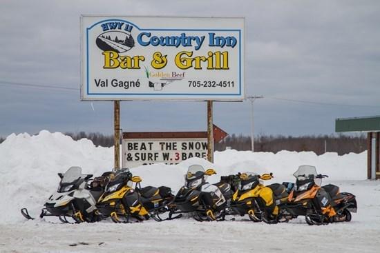 country inn bar gold rush