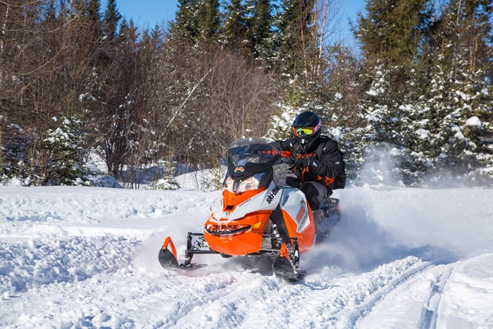 2017 Ski Doo Renegade Backcountry 600 corner