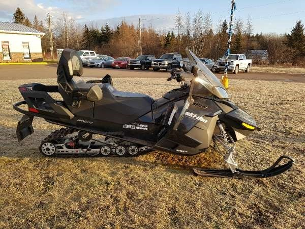 2015 Ski-Doo Grand Touring SE 4-TEC 1200 Photo 4 of 5