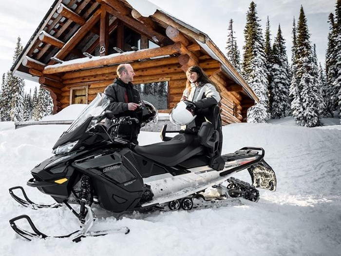 2019 Ski-Doo Grand Touring Limited Rotax® 900 Ace™ Photo 3 of 4