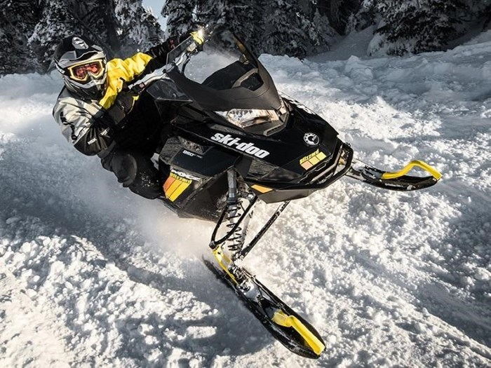 2019 Ski-Doo MXZ® Blizzard™ Rotax® 600R E-Tec® Photo 2 of 4