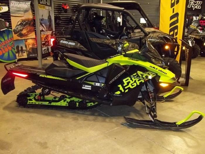 2018 Ski-Doo Renegade® X® Ripsaw 1.25 Rotax® 850 E-TE Photo 1 of 5