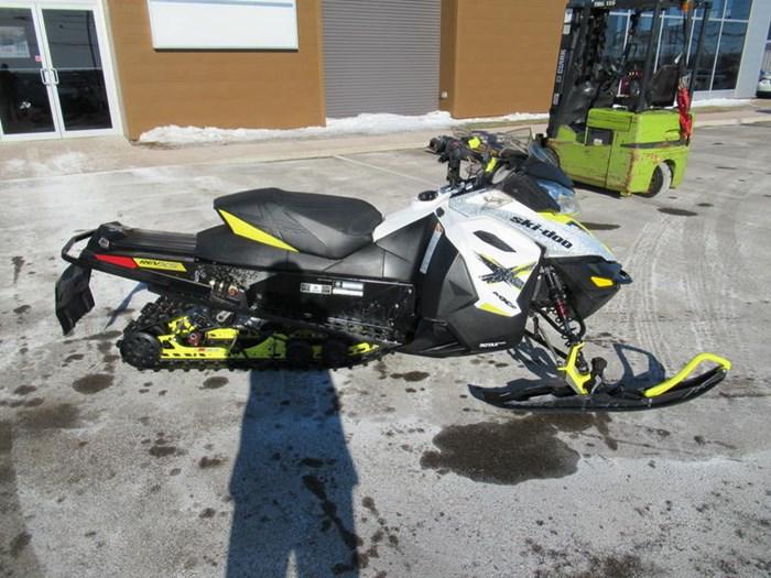 2016 Ski-Doo MXZ® X® Rotax® 800R E-TEC® White/Sunburs Photo 9 of 12