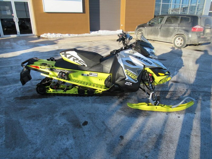 2016 Ski-Doo MXZ® X-RS® ROTAX 800R E-TEC Photo 9 of 12