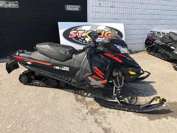 2015 Ski-Doo MXZ-X 800 E-TEC Photo 2 of 6