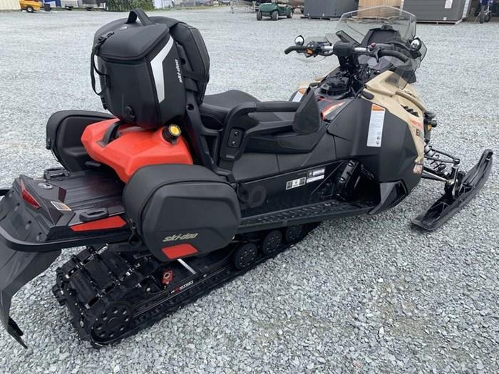 2017 Ski-Doo Renegade® Enduro ROTAX® 800R E-TEC® Ice Photo 5 of 11
