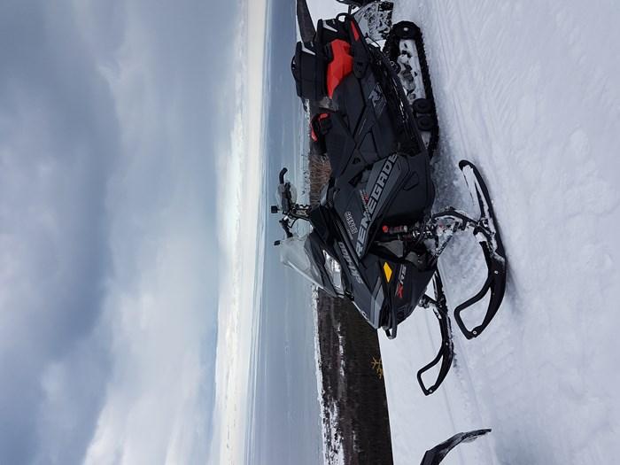 2018 Ski-Doo Renegade xrs Photo 3 of 5