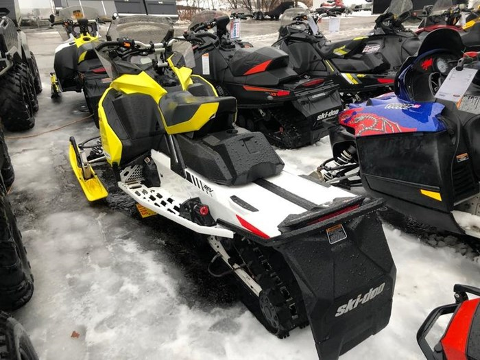 2017 Ski-Doo MXZ® X® ROTAX® 850 E-TEC® Yellow Ice Rip Photo 4 of 7