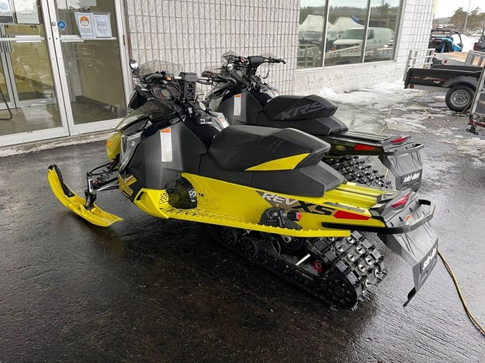 2015 Ski-Doo MXZ® X® Rotax® 800R E-TEC®-Sunburst-Yell Photo 3 of 8