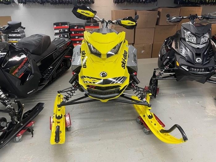 2019 Ski-Doo MXZ® X-RS® 850 E-TEC Ice Ripper XT 1.25 Photo 2 sur 8