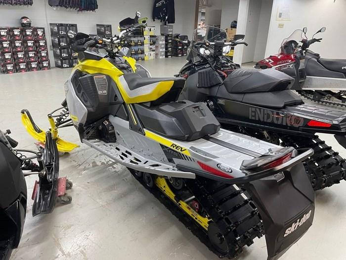 2019 Ski-Doo MXZ® X-RS® 850 E-TEC Ice Ripper XT 1.25 Photo 4 sur 8