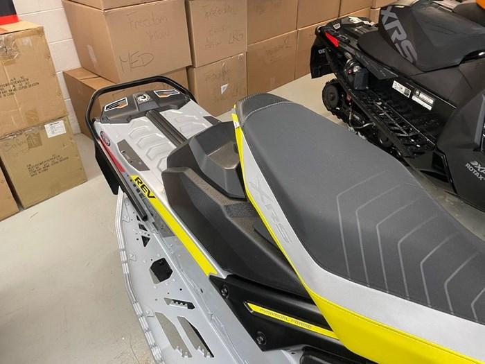 2019 Ski-Doo MXZ® X-RS® 850 E-TEC Ice Ripper XT 1.25 Photo 7 sur 8