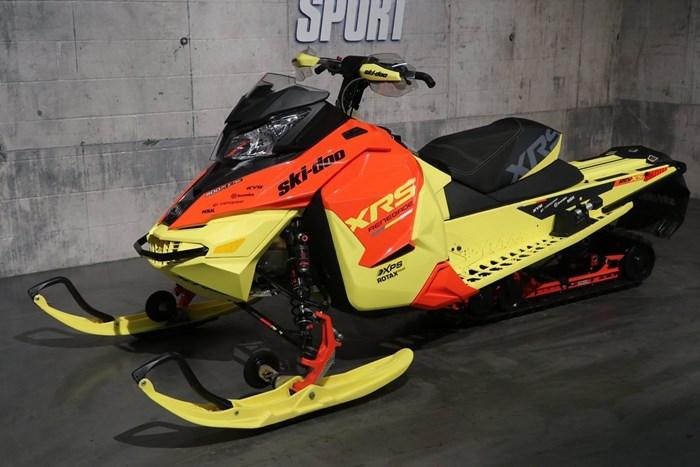 2015 Ski-Doo RENEGADE XRS 800 Photo 2 of 12