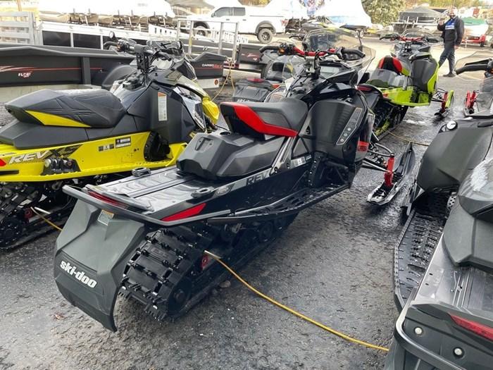 2020 Ski-Doo MXZ® X-RS® Rotax® 850 E-TEC® Ice R. XT 1 Photo 5 of 8