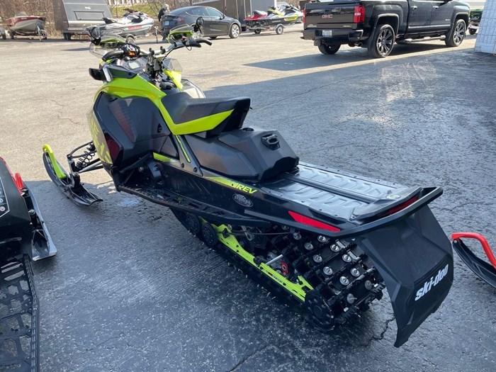 2018 Ski-Doo Renegade® X® Ripsaw 1.25 Rotax® 850 E-TE Photo 4 of 8