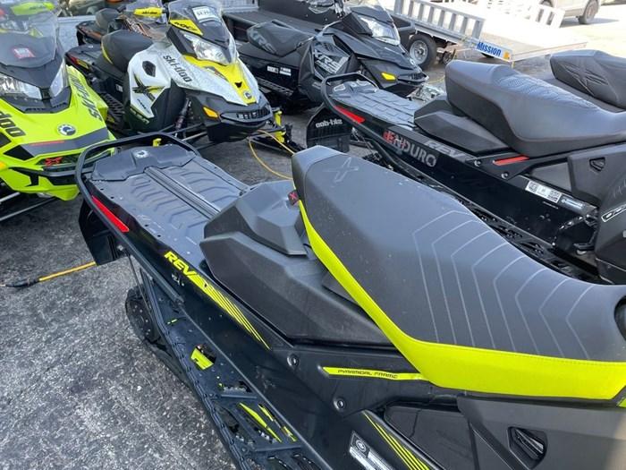 2018 Ski-Doo Renegade® X® Ripsaw 1.25 Rotax® 850 E-TE Photo 7 of 8