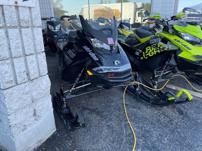 2019 Ski-Doo MXZ® X 850 E-TEC Ripsaw 1.25 Photo 1 sur 8