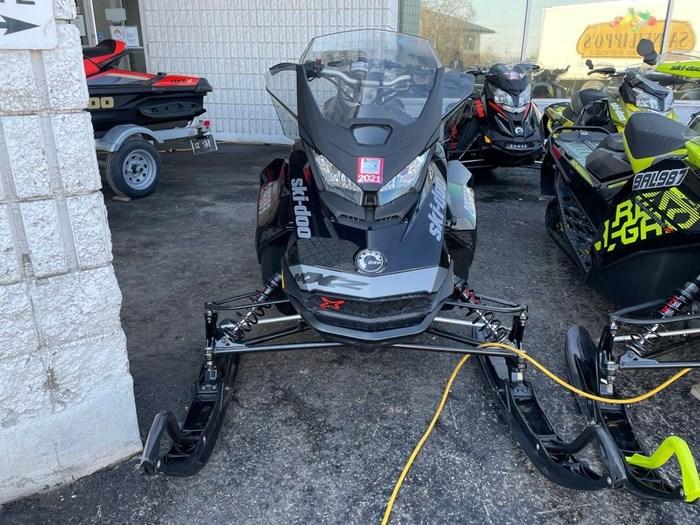 2019 Ski-Doo MXZ® X 850 E-TEC Ripsaw 1.25 Photo 2 sur 8