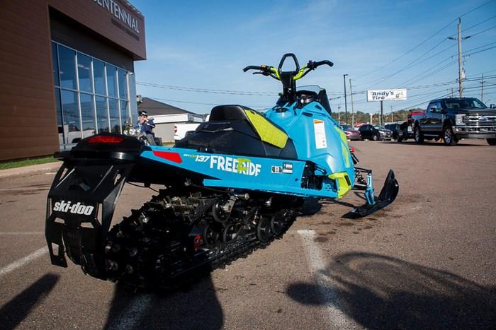 2017 Ski-Doo Freeride® 137 ROTAX® 800R E-TEC® PowderM Photo 8 of 17